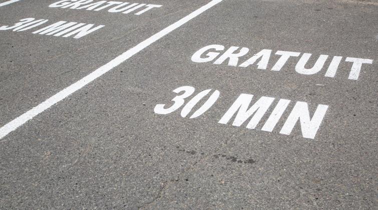 Ajout d'espaces de stationnement 30 minutes  au centre-ville de Victoriaville