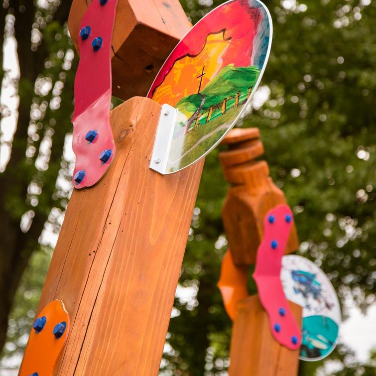 """L'œuvre identitaire réalisée dans le cadre du projet """"Être ici, c'est…"""" s'inscrit dans les projets réalisés découlant de la Politique de développement des arts et de la culture de Victoriaville."""