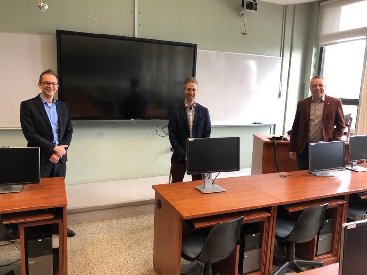De gauche à droite, Denis Deschamps, directeur général du Cégep de Victoriaville, François Houle, directeur général provisoire de La FaculT et André Bellavance, maire de Victoriaville