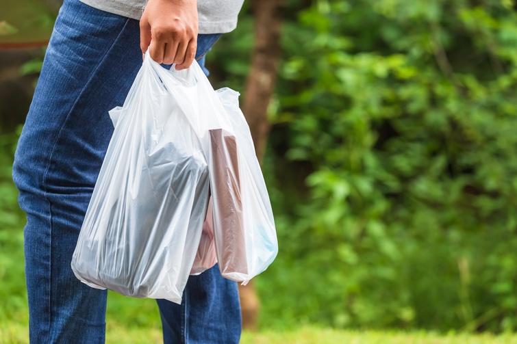 Les sacs de plastique standards bannis à Victoriaville dès 2022