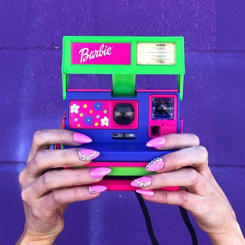 Hands up for a bit of childhood nostalgia 💕 Getting by with our Barbie Throwback camera 📸 Tap to shop!