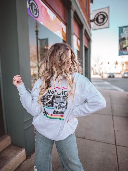 Keep it cool and casual ✨ http://bit.ly/PolaroidApparel 📸: Stephanie Calise