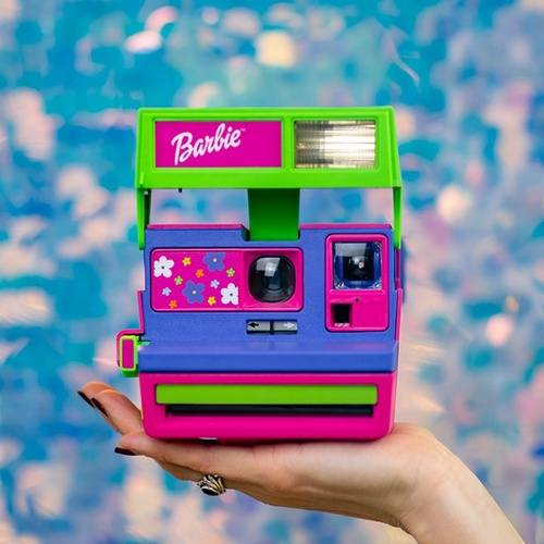 Come on Barbie, let's go party... like it's the '90s 🎉 via The Pop Insider Shop now: https://www.polaroid.com/products/barbie-throwback-camera