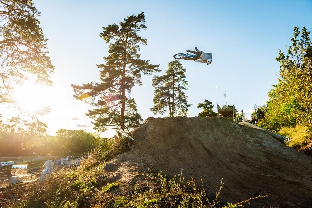 Alex Alanko från Djurö tog hem segern i slopestyle-SM som avgjordes under Vättern Bike Games på lördagen.  Foto: Petter Blomberg