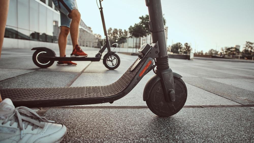 Elscootern – miljövänligt färdmedel årets sommarhit 2019