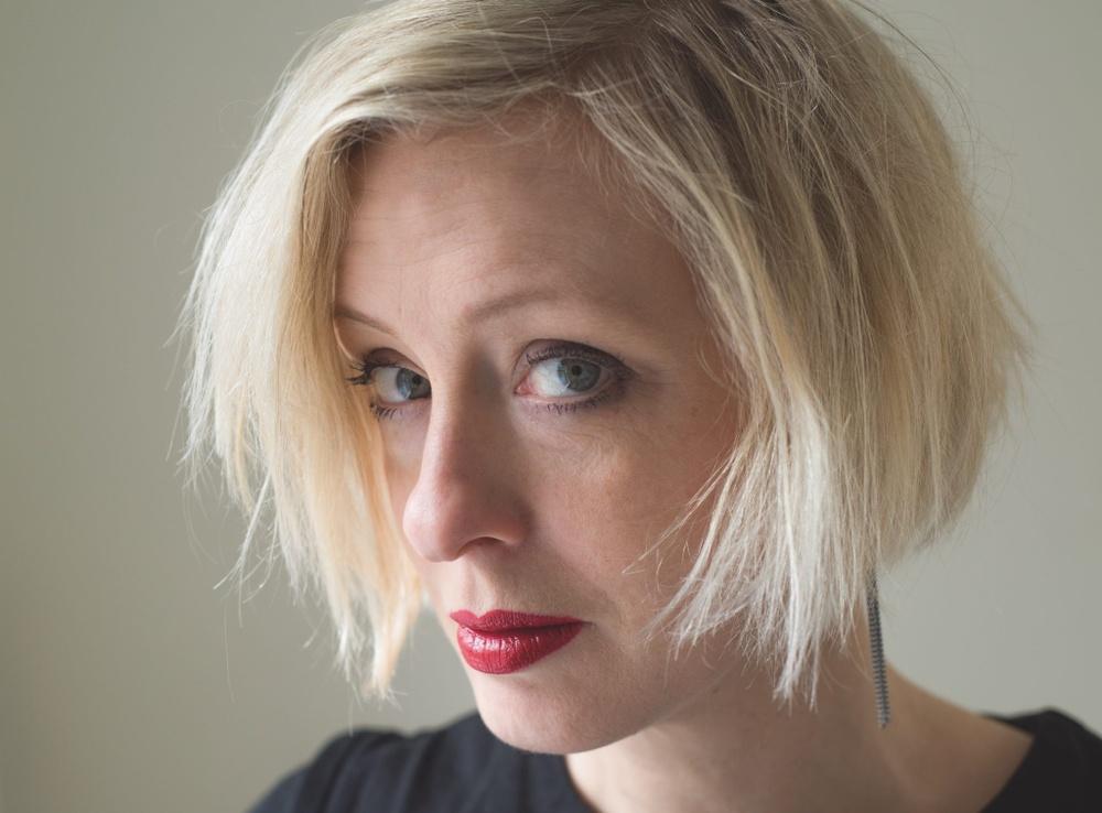 Författarporträtt: Anna Bauer  Foto: Camilla Engman