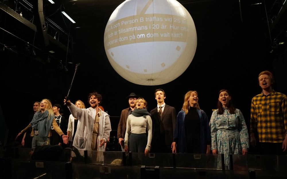 Repitionsbild från Relativitetsceremonin – en samproduktion mellan Västerbottensteatern och Musikalakademien i Umeå. Foto: Västerbottensteatern.