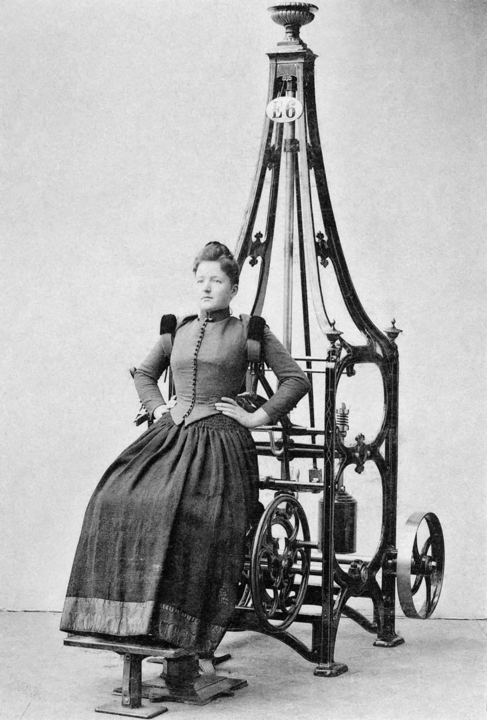 """Gustaf Zanders apparat för """"bröstspänning"""". För ökad blodcirkulation till lungorna.  Bildkälla: Tekniska museet, okänd fotograf."""