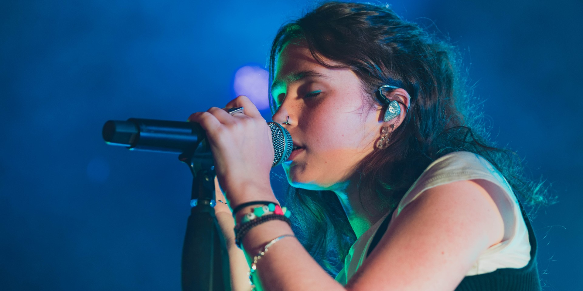 Clairo charms at debut Singapore show – photo gallery
