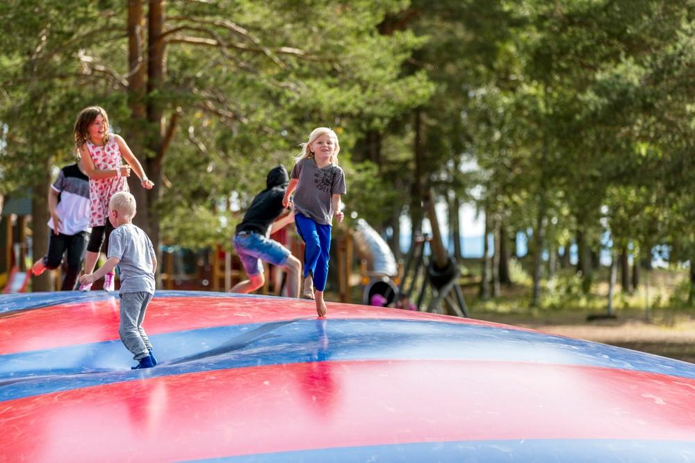 Hoppkudden är ett givet inslag på Campingpärlor runt om i Sverige.