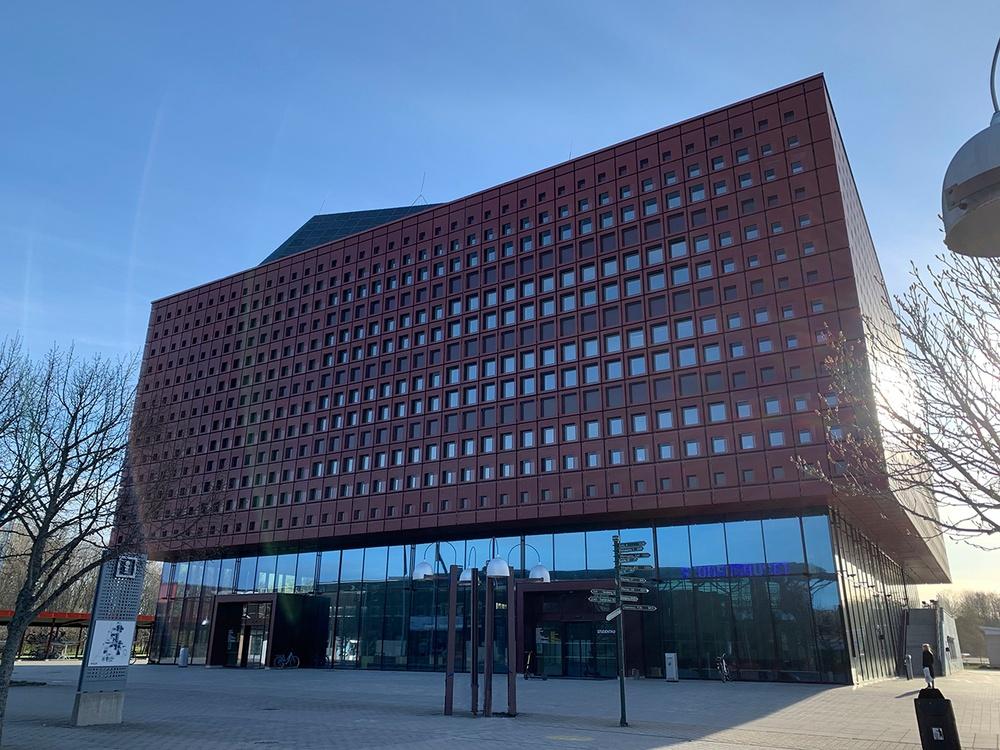 Det nya röda landmärket i Linköping - Studenthuset på Campus Valla. Foto: Per Johansson