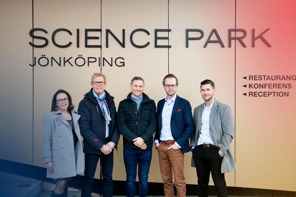 På bild från vänster: Marie Morinder (Innovation Invest i Jönköping AB), Göran Axeheim (Höglandets Invest AB), Peter Blomqvist (Redför AB), Gustav Österström (VD Spectria Invest) och Edon Idrizi (Investeringsanalytiker, Spectria Invest)
