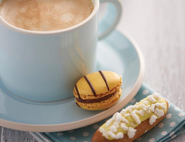 Tipiak mini eclair and macaron