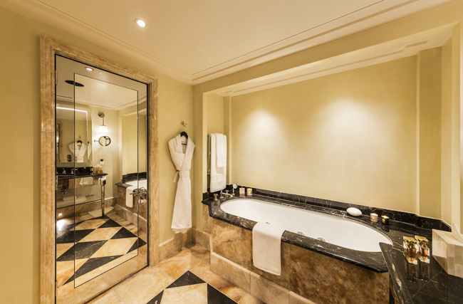 loscar-room 304-bathroom 1