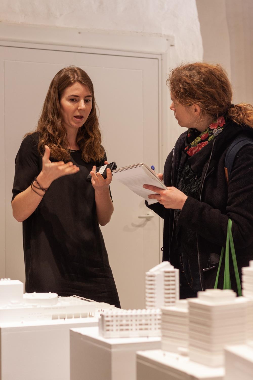 På bild: Johanna Hesselman, Tillgänglighetsrådgivare på Stadsbyggnadskontoret Malmö Stad. (t.v.)