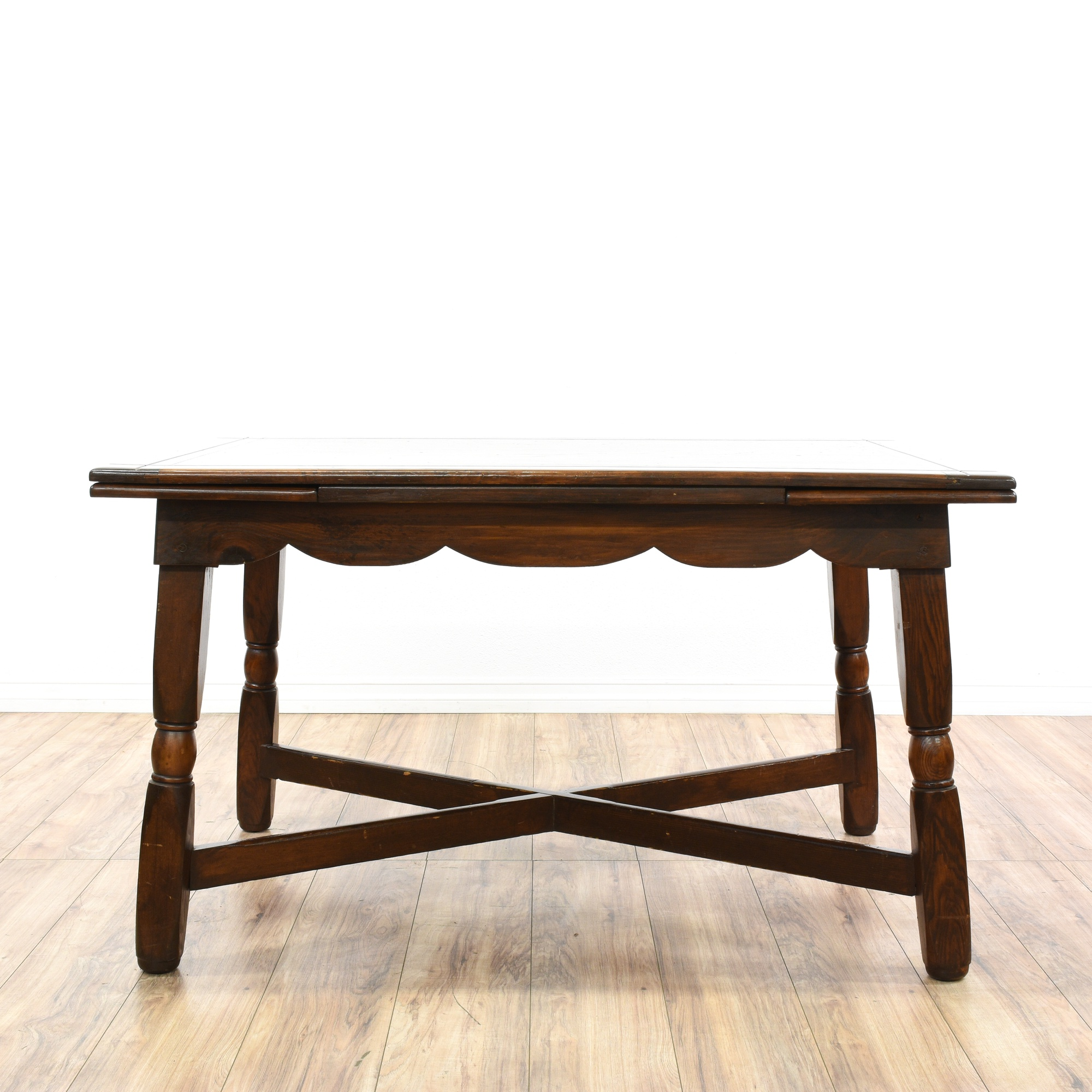 Dining Table w Pull Out Extension Leaves