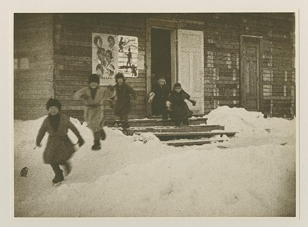I Jokkmokks kommun bedrevs skolbio redan 1925, nu har kommunen beviljats stöd för att stärka skolbioverksamheten. Bild från Filminstitutets bildarkiv.