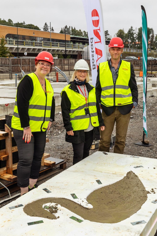 Till husgrunden och betongsvanen användes så kallad grön betong som har en 40 procent lägre klimatpåverkan jämfört med konventionell betong. Foto: Erik G Svensson