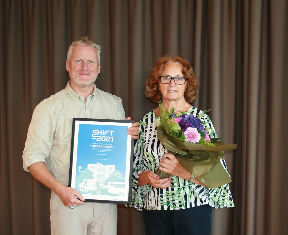 Per Eneroth, gatuchef, och Inga-Kerstin Eriksson, kommunalråd (C), Lunds kommun tar emot SHIFT-priset 2021