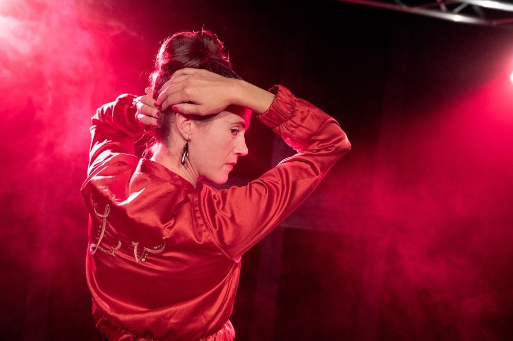 Ellenor Lindghren i LEV!, på Berättarfestivalen 2019. Foto: Patrick Degerman.