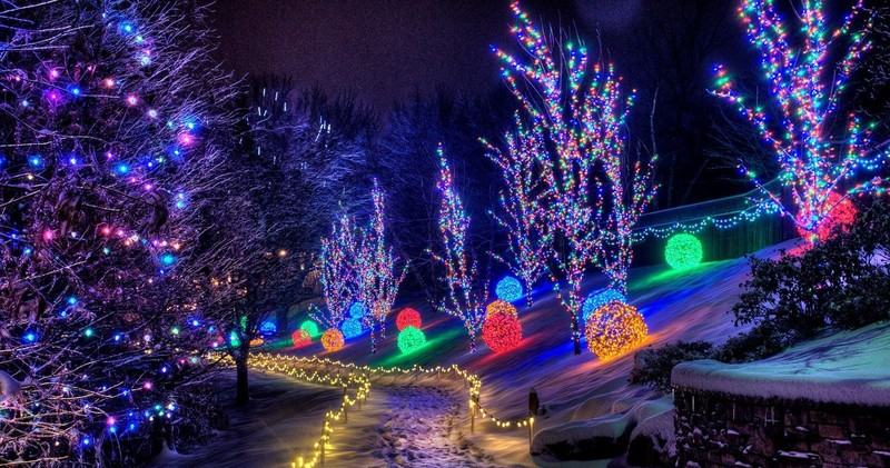 With this tour, we take our passenger van on a Holiday Lights excursion.  Your tour guide will take you through neighborhoods and subdivisions around  ... - Holiday Lights Tour Joyride Micro-Transportation & Tours