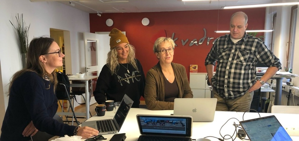Linn Ehde och Johanna Salama från FreeZone Sweden diskuterar de olika världarnas form och funktion med Charlotte Albertsson och Michel Boutros från Kvadrat.