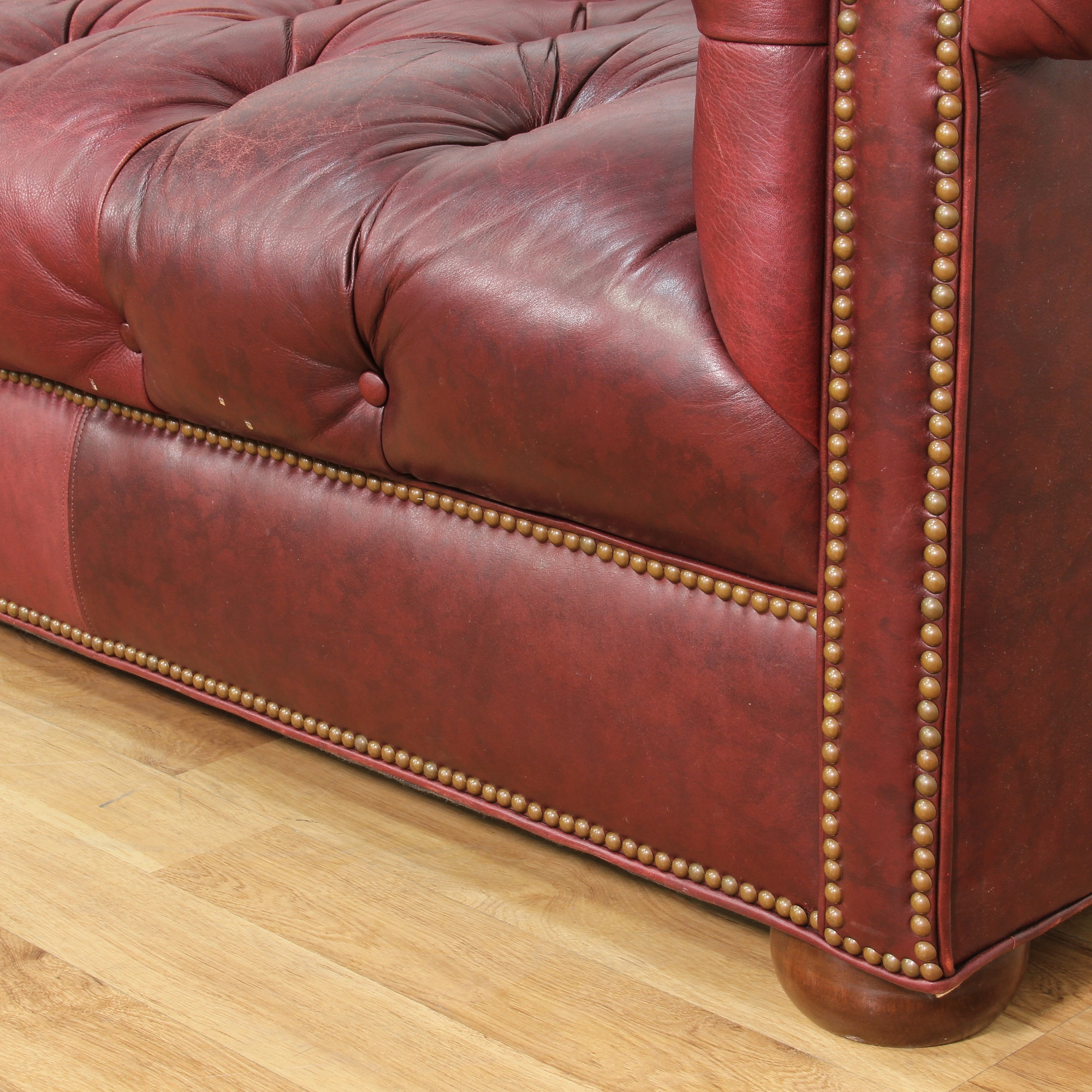 Leather burgundy tufted sofa loveseat vintage furniture for Traditional tufted leather sofa