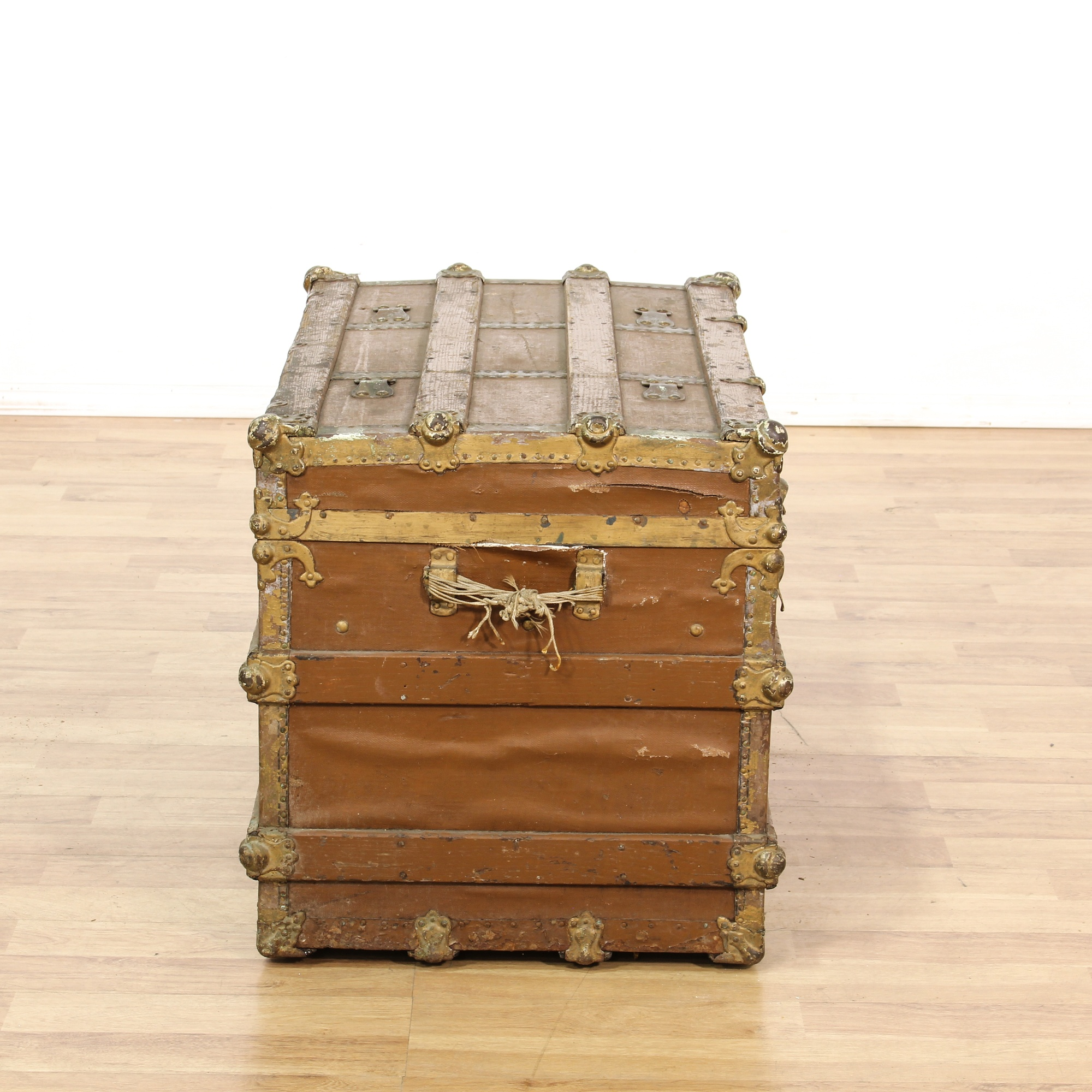 antique distressed brown steamer trunk loveseat vintage furniture san diego los angeles. Black Bedroom Furniture Sets. Home Design Ideas