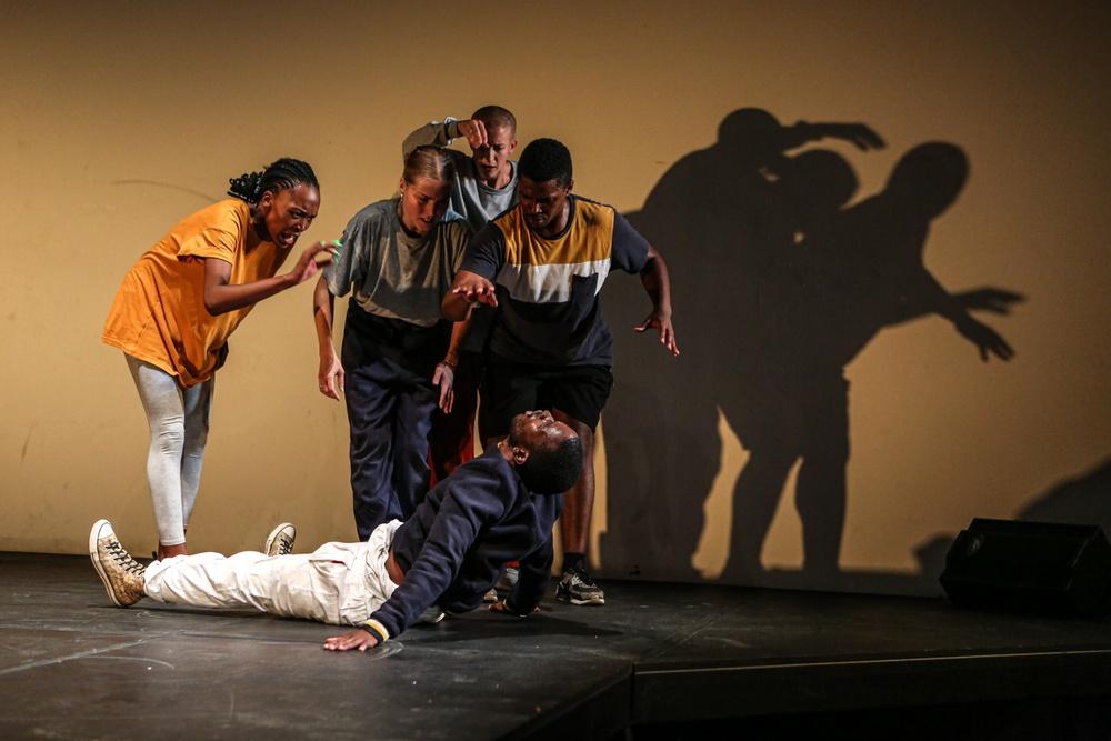 Dansföreställning i gästspel från Sydafrika genom samarbete med Norrlandsoperan via Dansnät Sverige. Foto: Zivanai Matangi Edit: Noah Cohen.