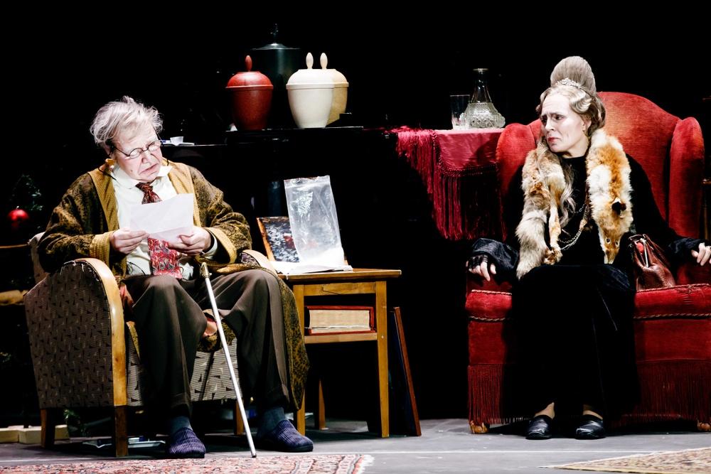 Peter Kajlinger (läser sitt julkort) och Cecilie Nerfont Thorgersen.