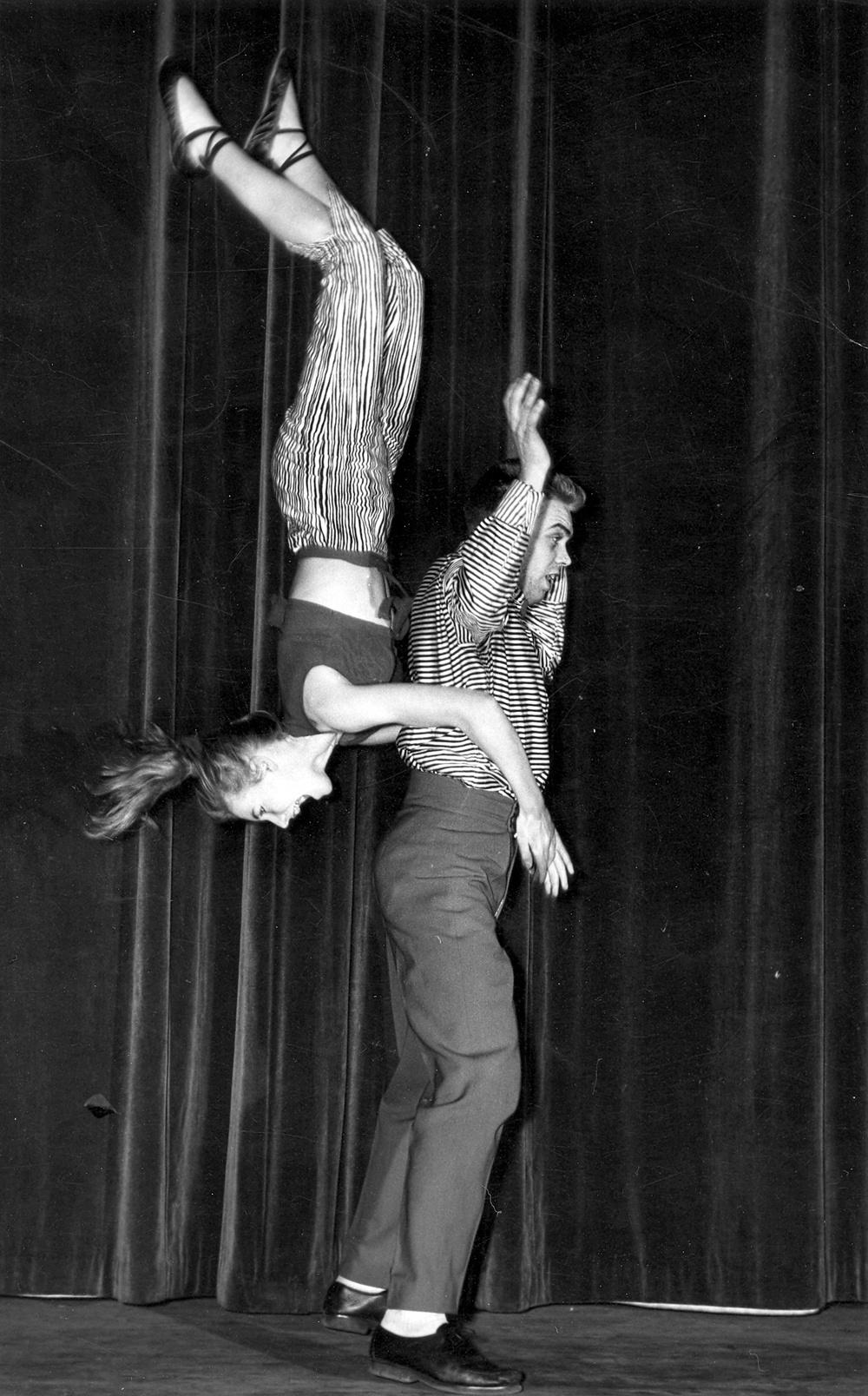 Arkivbild ur utställningen Everybody Dance! Halsbrytande pardans. Foto: Svenskt visarkiv. Årtal och fotograf okänd.