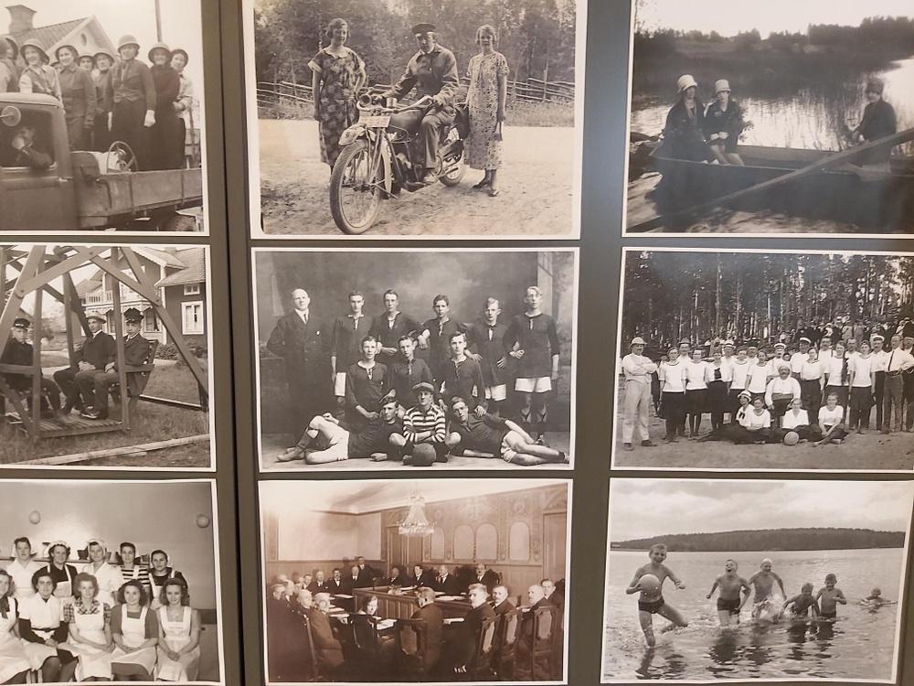 Bild på flera gamla svartvita foton. Del av utställning som finns på Lindesbergs stadsbibliotek.