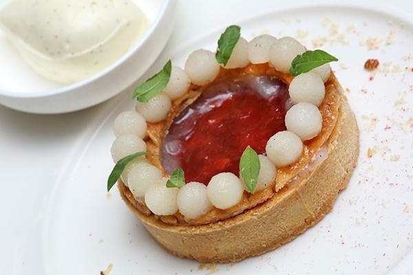 Tom Scade's tarte aux pralines roses