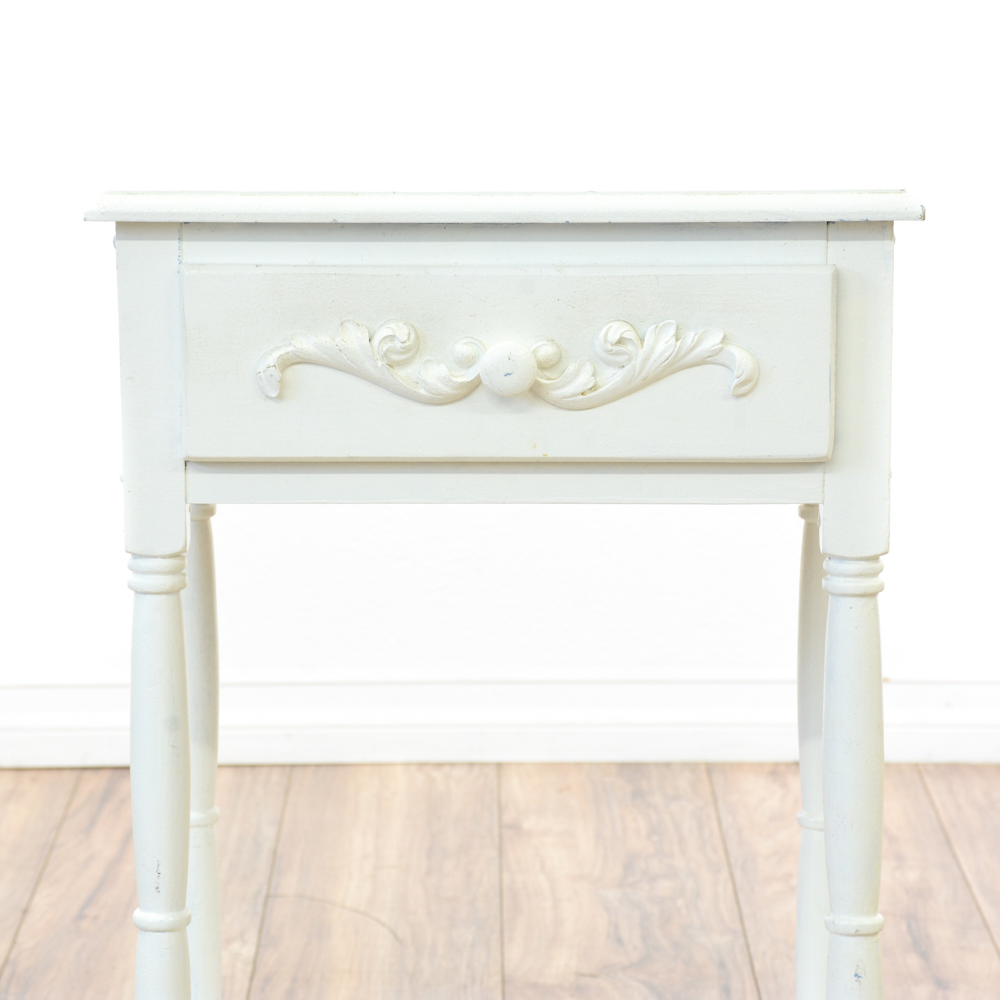 shabby chic white carved tiered nightstand loveseat. Black Bedroom Furniture Sets. Home Design Ideas