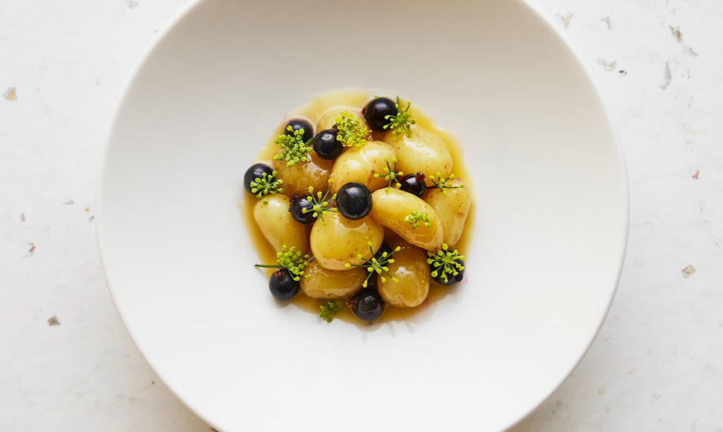Linzer potatoes, blackberries and fennel flower