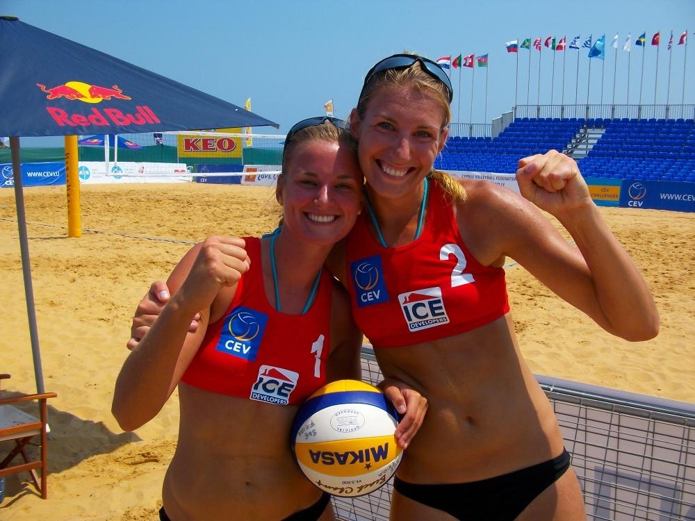 Cypern 2010. Det var då det. Nu teamar Frida Stahre och Nina Grawender upp igen när det drar ihop sig för den nya tävlingen och galan Beach Royals på fredag kväll.