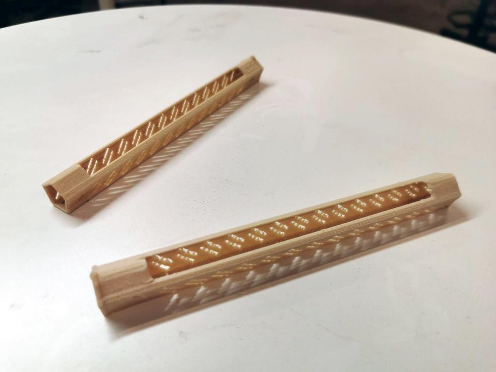 Mikael Östbergs prototyp är tillverkad i 3D-skrivare med ett biobaserat material som tillverkas av rester från värmländska sågverk.