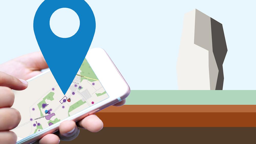 Barnhänder som håller en mobiltelefon där en karta visas på skärmen, ur skärmen sticker en stor blå platsmarkör upp.