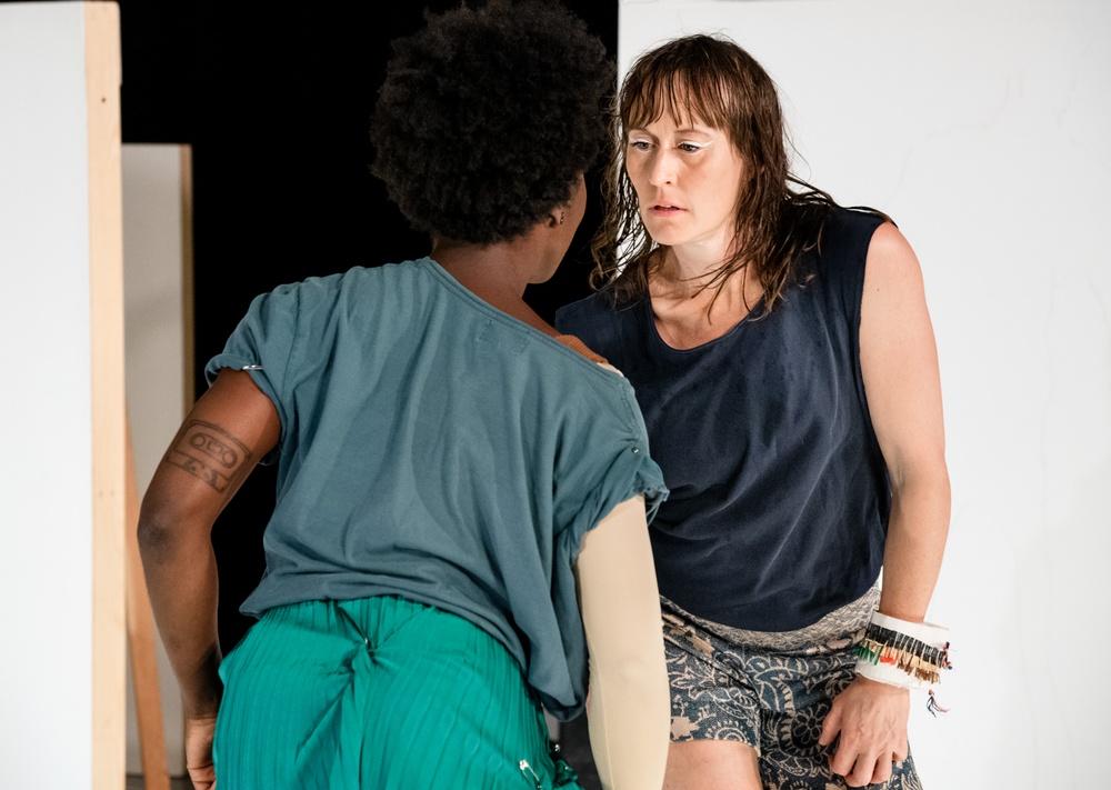Upremiär 1 okt 2020 på Dansens hus. På bilden: Brittanie Brown och Jenny Nilson. Foto: Sören Vilks.