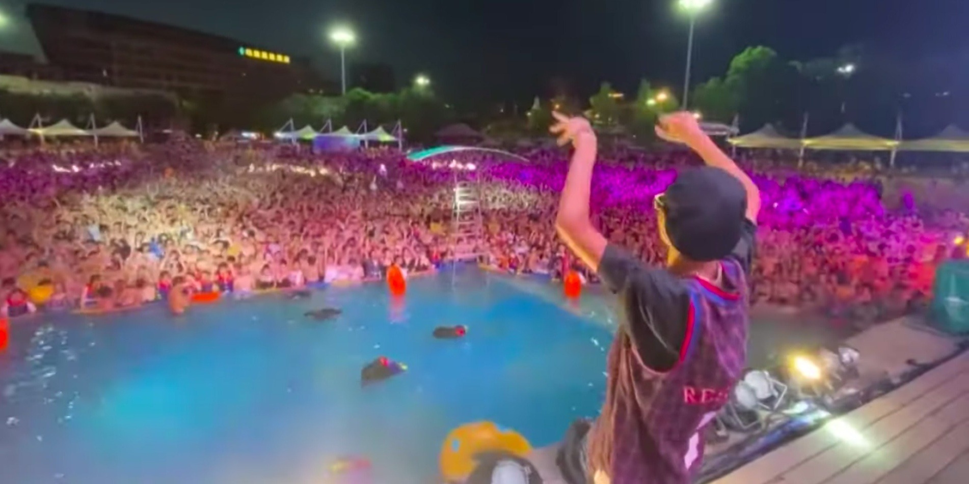 Partygoers flock to Wuhan water park for electronic music festival – watch