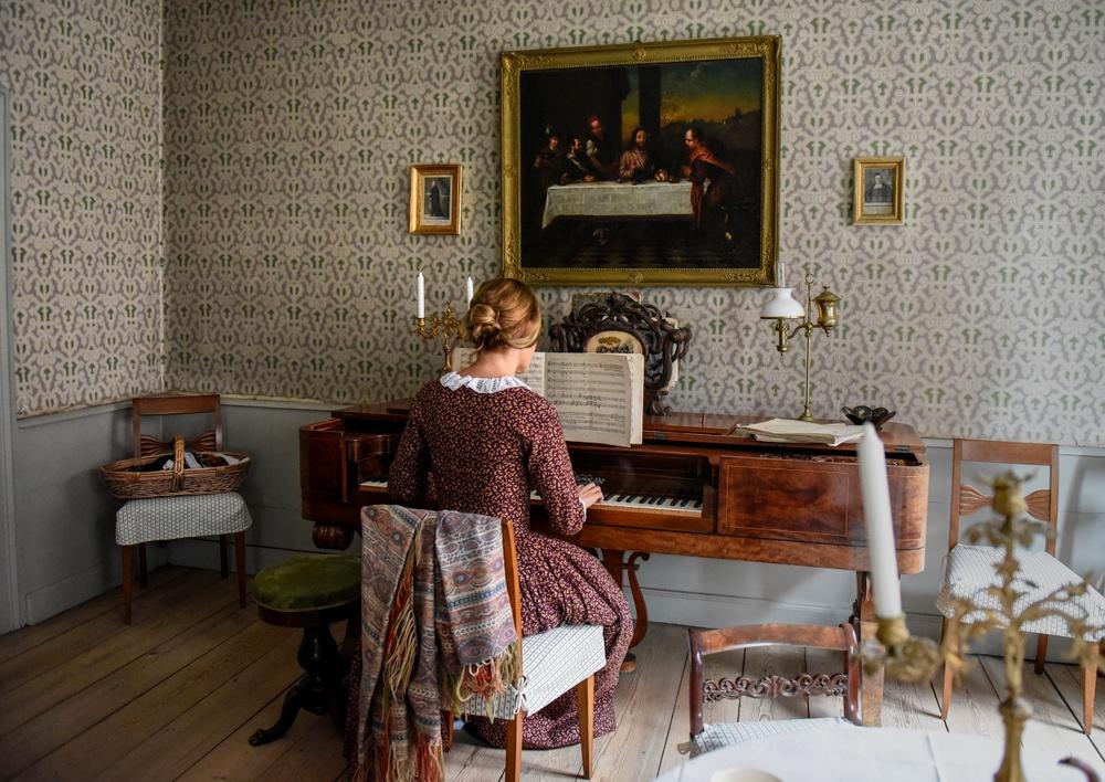Pedagog Annika Mandahl  i Thomanderska huset på Kulturen i Lund. Foto: Viveca Ohlsson, Kulturen