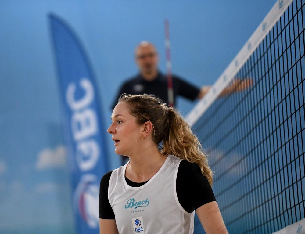 Karin Backström kvalade in till Beach Royals via GBC:s seriespel, men fick ihop med Malin Bergholm ge sig i första omgången. Foto: Johanna Svensson