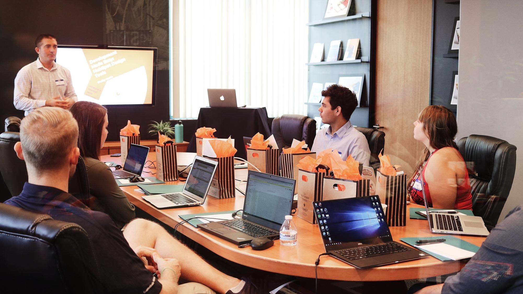 Représentation de la formation : Développer son activité entrepreneuriale grâce au marketing digital - IAD -