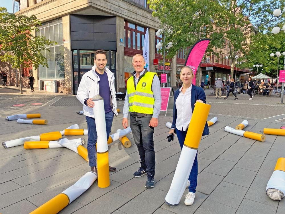 Tomas Thernström, kommunens avfallsstrateg (mitten) tillsammans med Aljosa Lagumdzija och Lena Raattamaa från Södertälje City