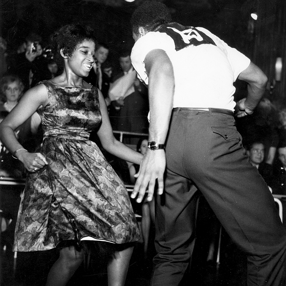 Arkivbild ur utställningen: Twistmästare på Nalen 1962. Foto från Svenskt visarkiv. Fotograf: okänd.