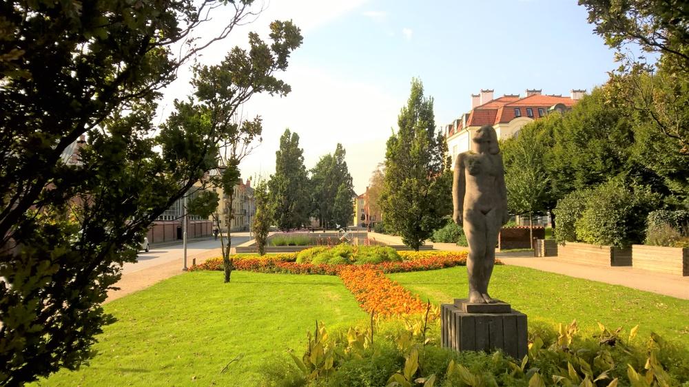 Staty Solflickan i Fritidsparken