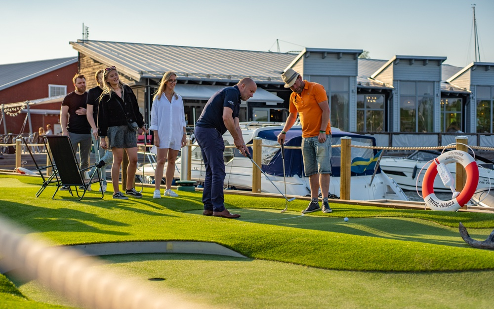 Golfbaren Jungfrusund - take your boat and go putting