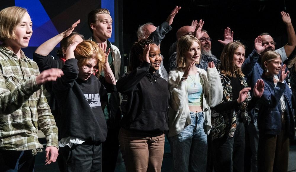 Kollationering för Musikanternas uttåg, med 6 barnskådespelare i ensemblen. Premiär 17 november 2021 i Sara kulturhus, Skellefteå. Foto: Jonas Lundqvist