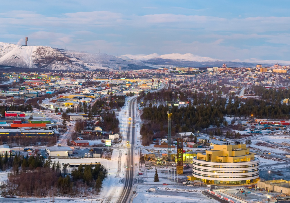 The new city hall pulls the next phases of Kiruna's bold move eastwards as if by a magnet.  Credit: Photo by Hufton + Crown, Courtesy of Henning Larsen (2018)