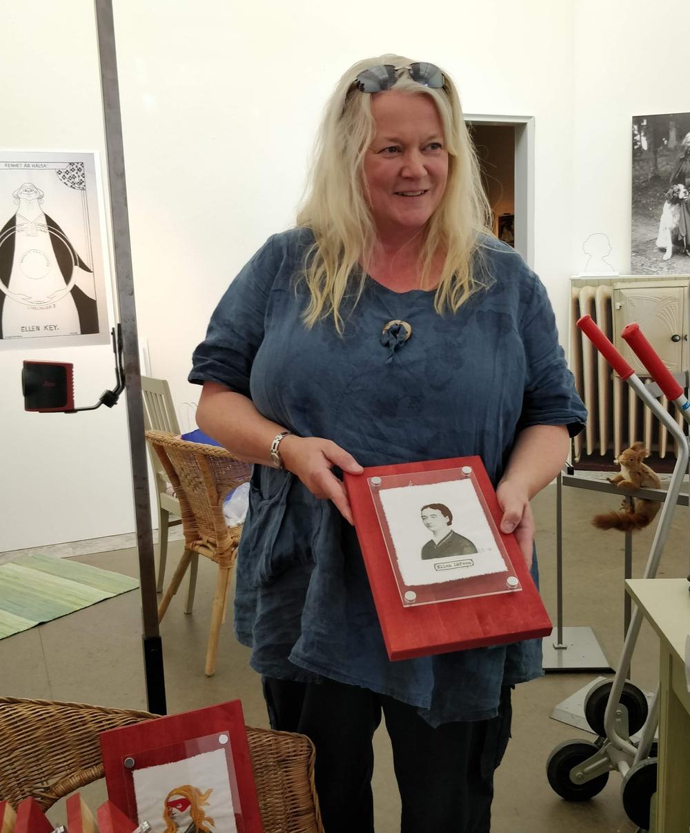 Hedda Jansson vid en utställning om Ellen Key Foto: Assi Molin